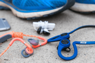 how to choose headphones for running